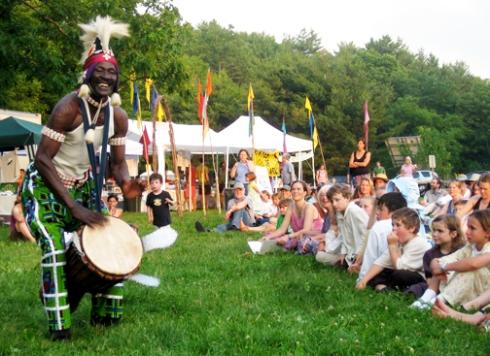 Sayon playing at a festival.